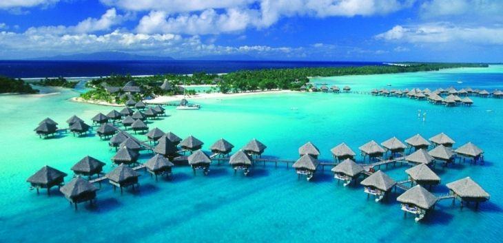 I bungalow di un resort di lusso a Bora Bora, Polinesia Francese - Oceania