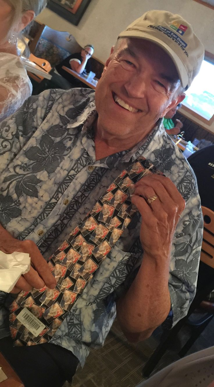 Bill with tie given to him by Robert and Joyce for being best man at their wedding 6/3/2017.  Tie has a picture of Warren Buffett playing ping pong with Bill in the background.