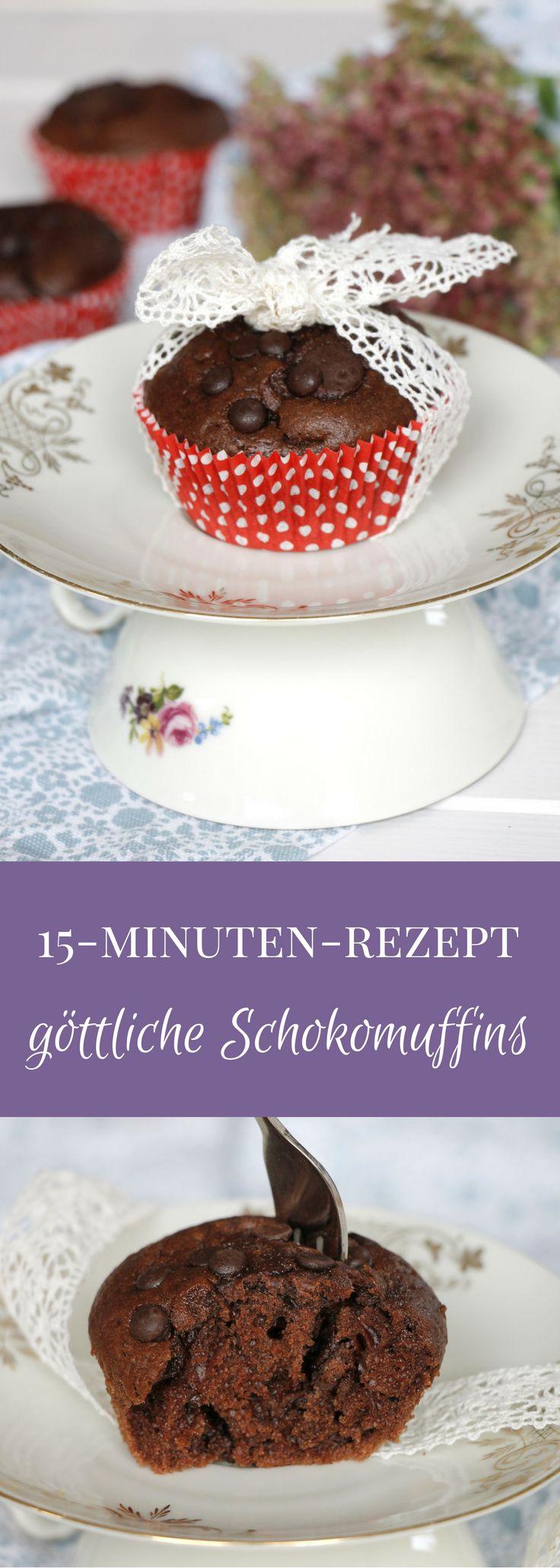 Schokomuffins Rezept: Schnell und extraschokoladig. Diese Schokoladenmuffins haben das Potenzial zum Lieblingsrezept. Die Zutatenliste der Muffins mit Schokolade ist überschaubar. Die Zubereitungszeit ist kurz.