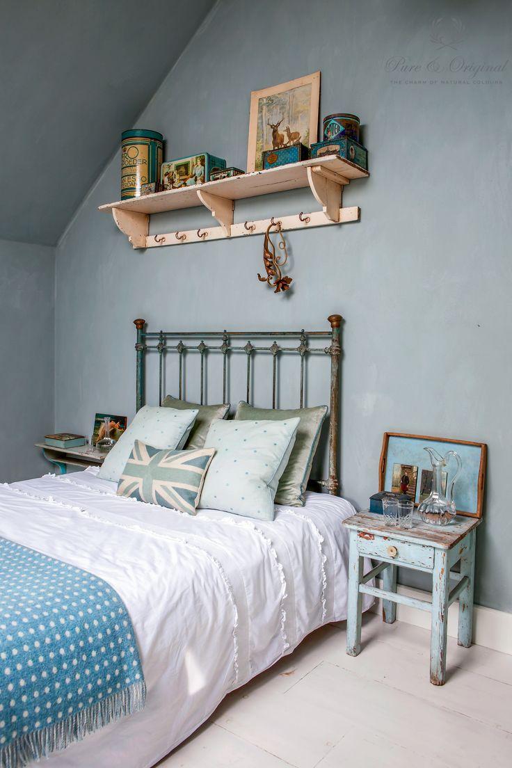 Fresco lime paint, kalkverf, colour Blue Reef use in the bedroom, slaapkamer. Cred: De Potstal, published in Wonen Landelijke Stijl, picture A. Gambon.