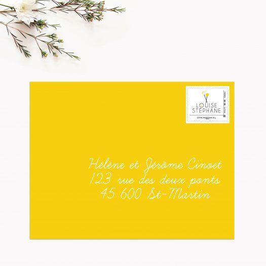 Timbre personnalisé mariage Fanions avec prénoms des mariés et date du mariage.