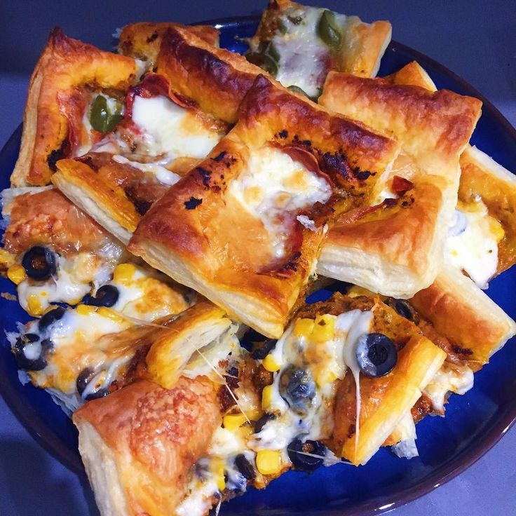 """Cooked dinner last night after what feels like ages: Puff pastry """"pizzas""""  two ways - a vegetarian version with olives and sweet corn and one with pepperoni and jalapeños. #MangiaBene #TalesFromNW #HomeMade"""