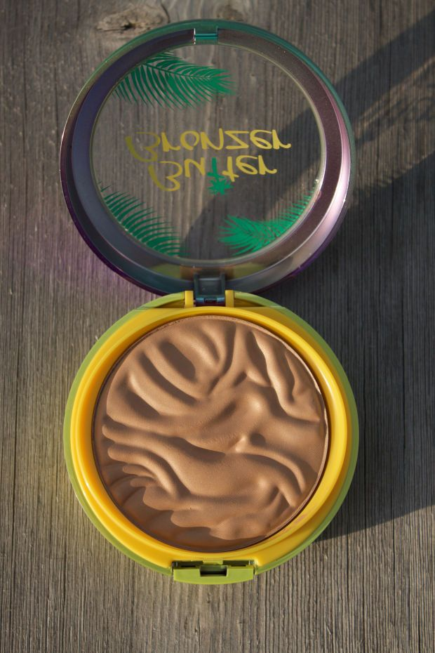 Physicians Formula Murumuru Butter Bronzer in Light Bronzer. http://beautyeditor.ca/2016/07/17/best-natural-looking-bronzer
