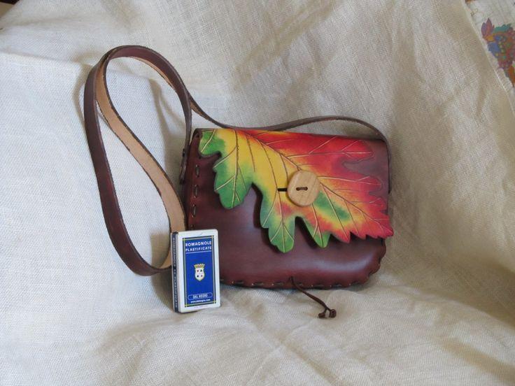 """""""C-Liner""""-  tipo borsello misura circa  25 x 19 x 7 costo   euro 95/100.00 Qui con foglia di Quercia"""