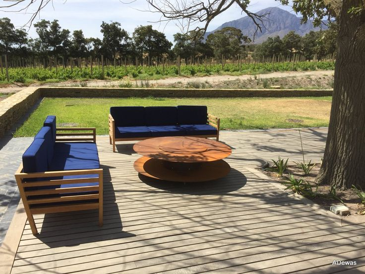 Surrounded by the Slanghoek and Waaihoek mountains, Bosjes is a long-time dream of its owners; who want to benefit the local community by increasing tourism to the area