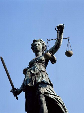 Justizia (Justice-Well), Frankfurt, Germany