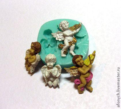 Форма, молд `Ангелочки с музыкой` (арт.: 293). Ещё два ангелочка из типового набора а-ля винтаж. Стоит заметить, что ангелочки не отличаются идеальной натуралистичностью, имеют характерные состаривающие дефекты, и артефакты.     Силиконовая форма предназначена для…