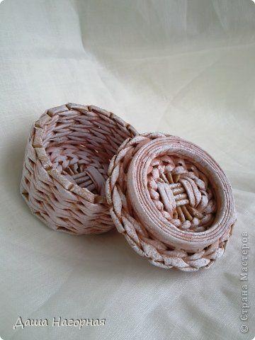 Поделка изделие 8 марта Плетение Восьмимартовские плетенки Бумага газетная Картон Трубочки бумажные фото 27
