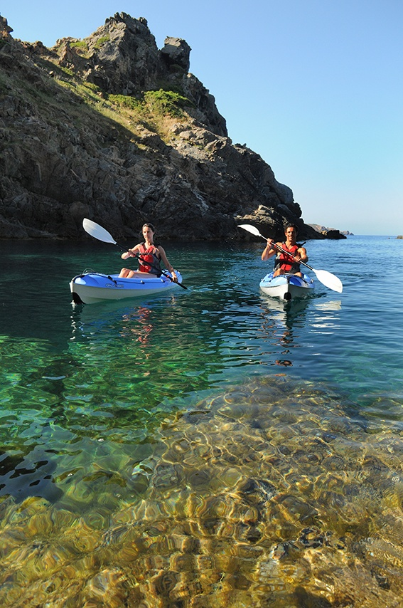 Bij het evenement kun je verschillende watersporten beoefenen, waaronder kanoën!