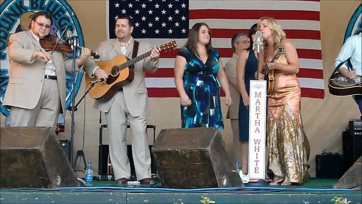 Rhonda Vincent and daughters - When the Bloom is Off the Rose