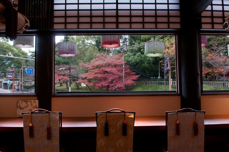 八坂神社を眺めるカウンター席