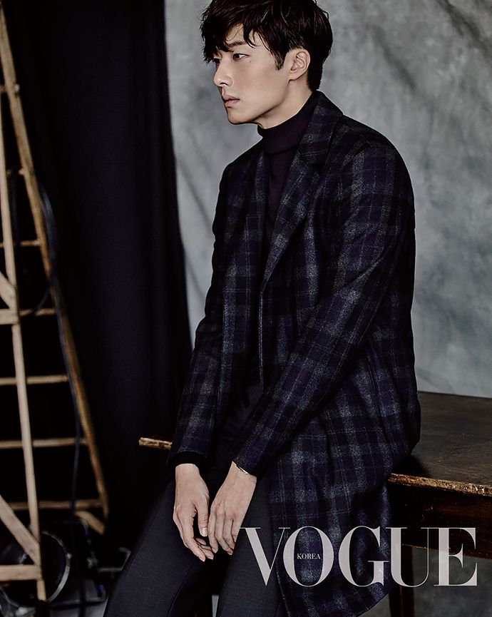 South Korean actor Jun Il Woo is featured in the upcoming issue of the fashion publication Vogue Magazine. In the photos, Jung Il Woo sports chic suits, all of which look amazing on him and showcase his tall, fit build. Jung Il Woo, Asian Actors, Korean Actors, Korean Men, Dramas, Cinderella And Four Knights, Jin Goo, Perfect Model, Vogue Korea