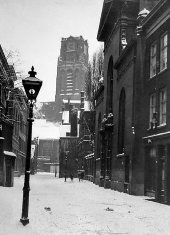 Lange Torenstraat met op de achtergrond de Laurenskerk 1930
