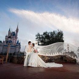 卒花嫁の「mychan1323」さまは海外ディズニーが大好き♡日本で結婚式をされた後、フロリダのウォルト・ディズニー・ワールドでハネムーンを兼ねて、ディズニーフェアリーテイルウェディングを体験されました。ミッキーミニーも登場して特別な時間を過ごされた様子をご紹介します。