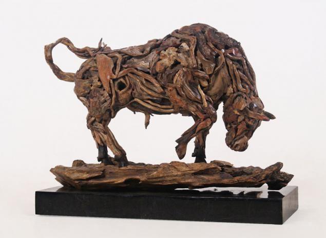 Британский скульптор Джеймс Доран-Уэбб (James Doran-Webb) использует старые коряги и отходы металлов для создания своих необычных скульптур животных в реальную натуральную величину. В коллекции Джеймса есть львы, олени, лошади, собаки и другие животные.