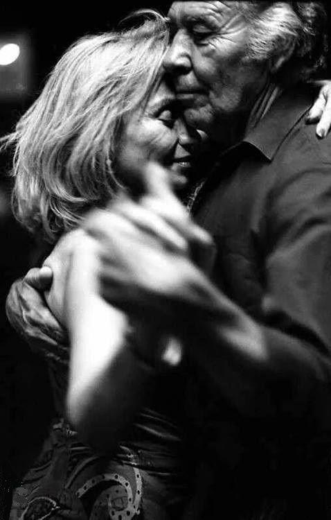 E andaremos juntos.  Viveremos juntos.  Envelheceremos juntos.  E dançaremos juntos até envelhecer.  Bonnie