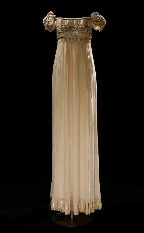 The dress that inspired Princess Serenity's dress ...