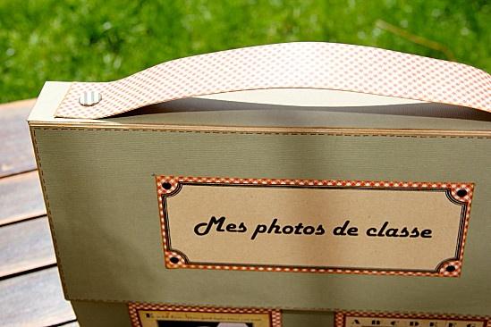 un cartable pour ranger toutes les photos de classe accumulées au fil des ans.