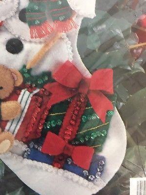 Bucilla apliques de fieltro Navidad Media Kit Santa & Muñeco De Nieve 33391