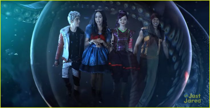 China Anne McClain Perfects Her Evil Laugh In 'Descendants 2 ...