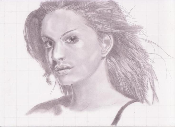 menggambar sketsa wajah anne hateway