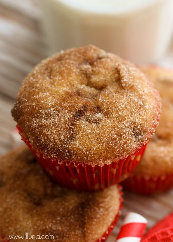 Snickerdoodle Donut Muffins filled with cinnamon chips and topped with cinnamon and sugar! So simple and delicious { lilluna.com }