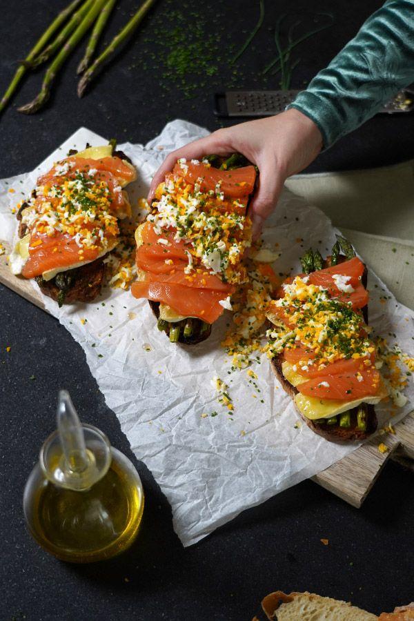 Te enseñamos cómo cocinar espárragos verdes gratinados, veremos una receta de salmón con espárragos y brie, otra de champiñones con salsa y acabaremos con una crema de espárragos buenísima. Tapas, Brie, Bruschetta, Vegetable Pizza, Vegetables, Ethnic Recipes, Food, Gratin, Healthy Food