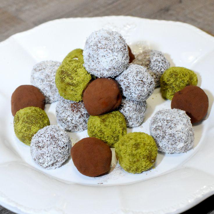 Truffes à la poudre de cacao, noix de coco et pistaches réalisées avec #Rosières lors de l'atelier culinaire dans la Maison de Noël #IlHabiteLa