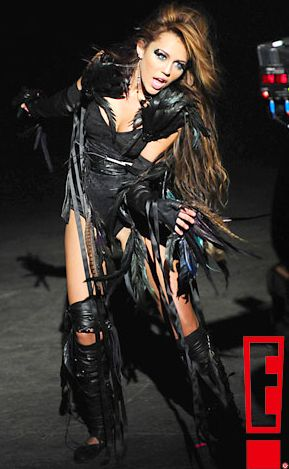 Miley Cyrus - Can't Be Tamed Feather Costume