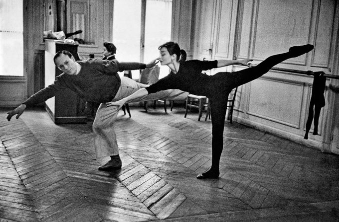 Audrey Hepburn mixing fashion and ballet and epicness/awesomeness. #1950 #ballet and fashion #capeziostudio2street