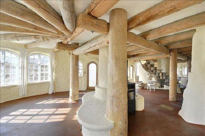 Cob interior, open floor plan. Via: FaceBook Interior Naturale.