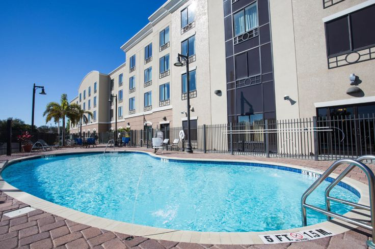 Holiday Inn Express & Suites Tampa USFBusch Gardens