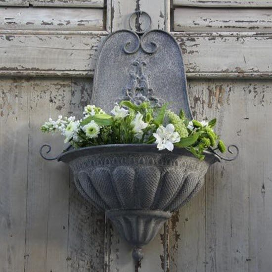 Lovely place for your flowers - find it on www.vintage-kompagniet.dk ;o)