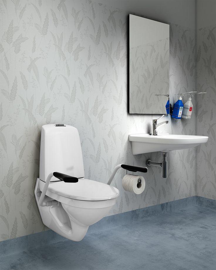 Vägghängd toalett Nautic 1522. Utrymme bakom tank för enklare rengöring.