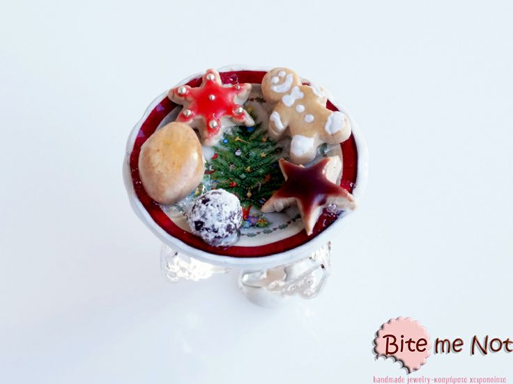 ''Christmas bites'' -Silver metal filigree adjustable ring base!  -Ceramic plate with christmas tree pattern. On the plate are served various cookies kai truffles for Santa!