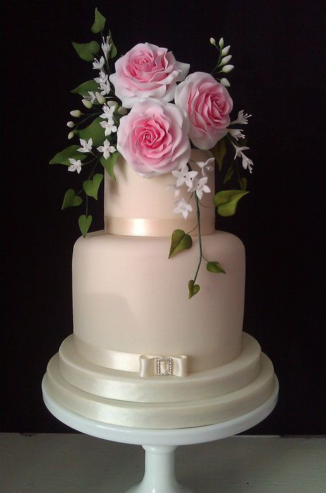 Wedding roses by Fatcakes (6/2/2012)  View cake details here: http://cakesdecor.com/cakes/17094