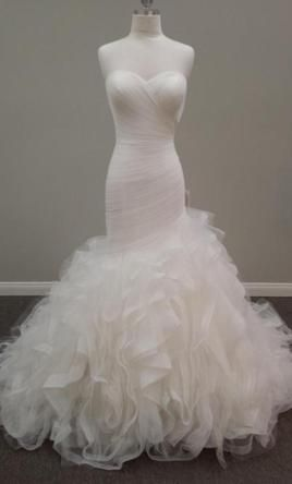 Pronovias Mildred: buy this dress for a fraction of the salon price on PreOwnedWeddingDresses.com