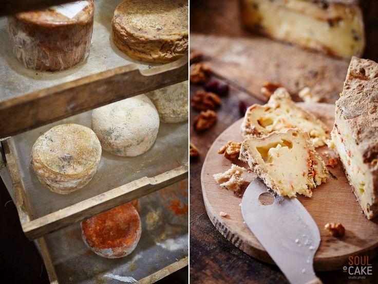 Każdy ser jest wyjątkowy i ma swoją historię. #Macierzanka, rodzimy #czosnek, #majeranek czy #papryka - to tylko niektóre dodatki, które nadają mu niezwykły charakter i niepowtarzalność.