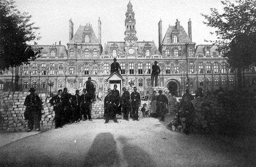 Barricade à l'hôtel de ville de Paris en 1871