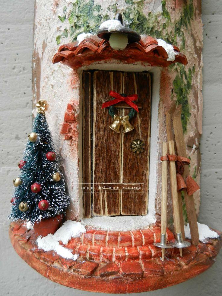 Natale (particolare) Tegole antiche decorate e dipinte a mano http://www.coppobuonricordo.it/2013/11/natale.html #handmade
