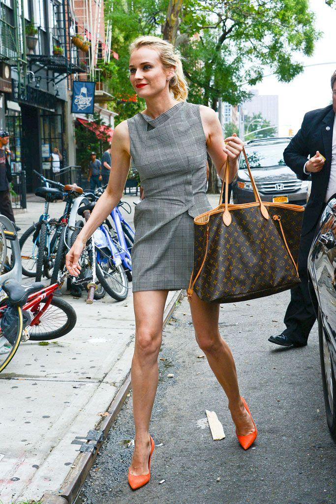 Diane Kruger, con vestido Roland Mouret, stilettos tangerine y bolso de Louis Vuitton