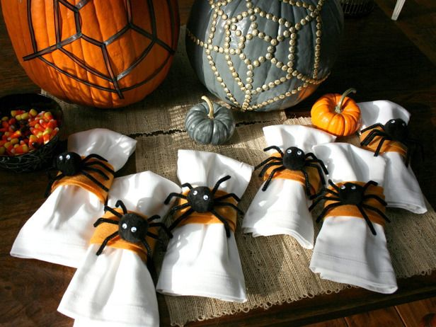 Halloween decorating ideas: These easy-to-make (and cute!) felt and pom-pom napkin rings are a perfect project for kids to help create.  #Halloween #crafts #kids