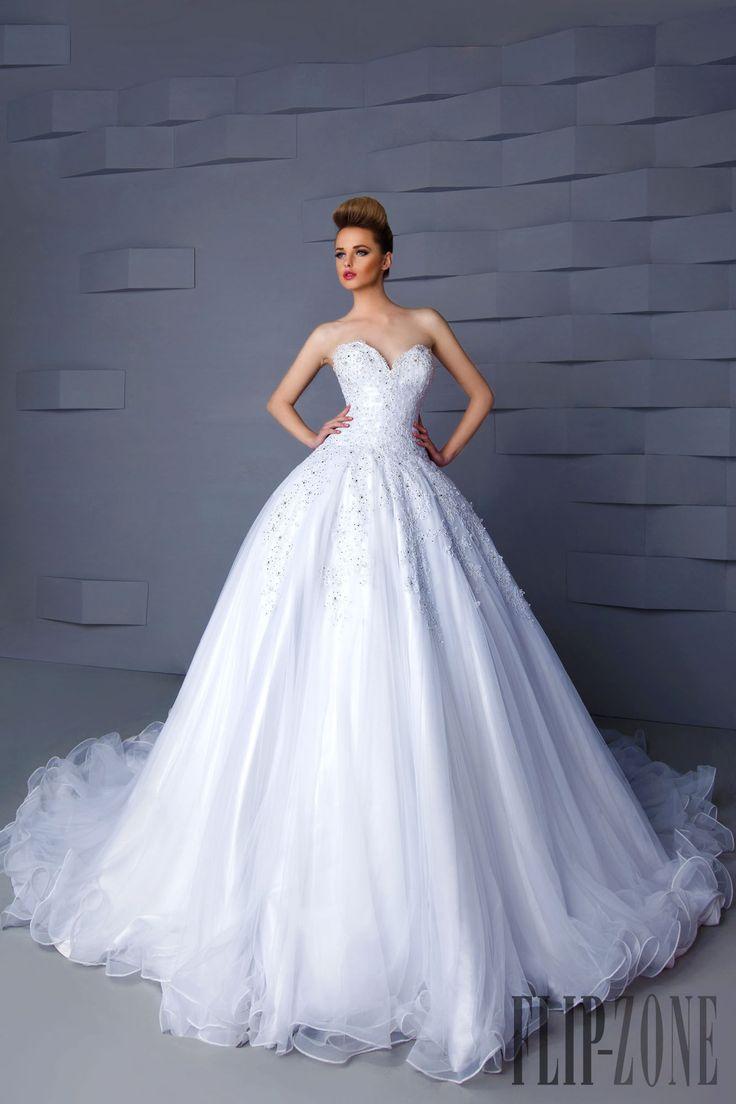 Hanna Toumajean Collezione 2015 - Sposa - http://it.flip-zone.com/fashion/bridal/the-bride/hanna-toumajean-5464