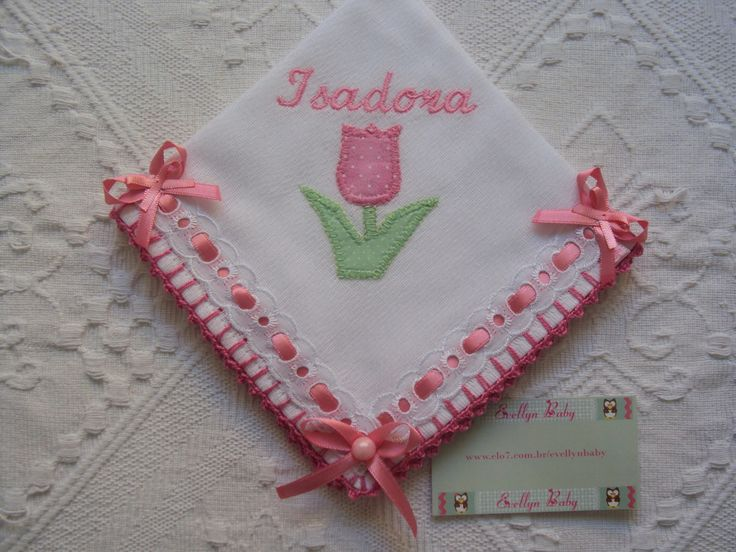 fralda de boca com aplicação de tecido 100% algodão e acabamento de crochê e detalhes em passa fitas <br>35cm x 35cm