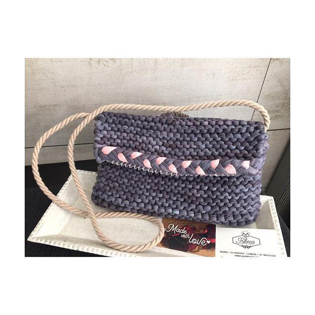 Nos encanta como ha quedado este bolso de #casual #tribecahandmade #bolso #bolsodetrapillo #hechoamano #handmade #madewithlove #hechoconamor #trapillo #thirtyarn #shop #madrid #london
