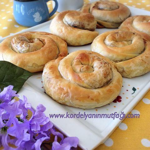 Kordelyanın mutfağı: PATLICANLI AÇMA BÖREK