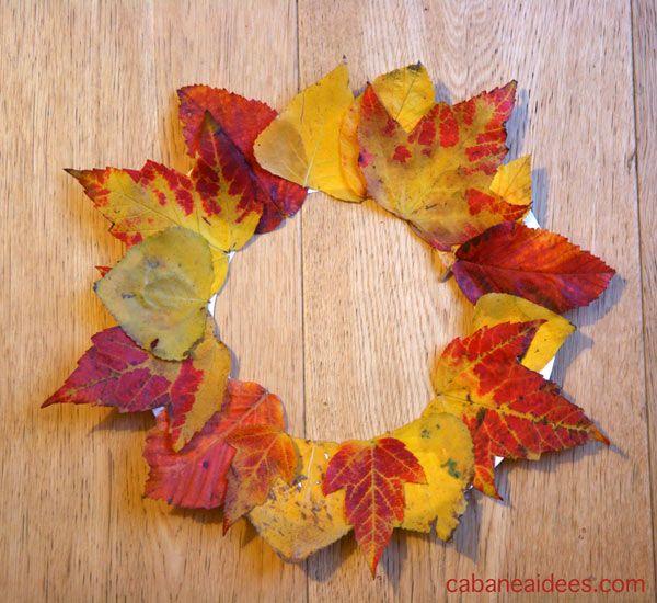 Une couronne de feuilles automnales à accrocher à la porte !  Accrochez cette couronne à votre porte!