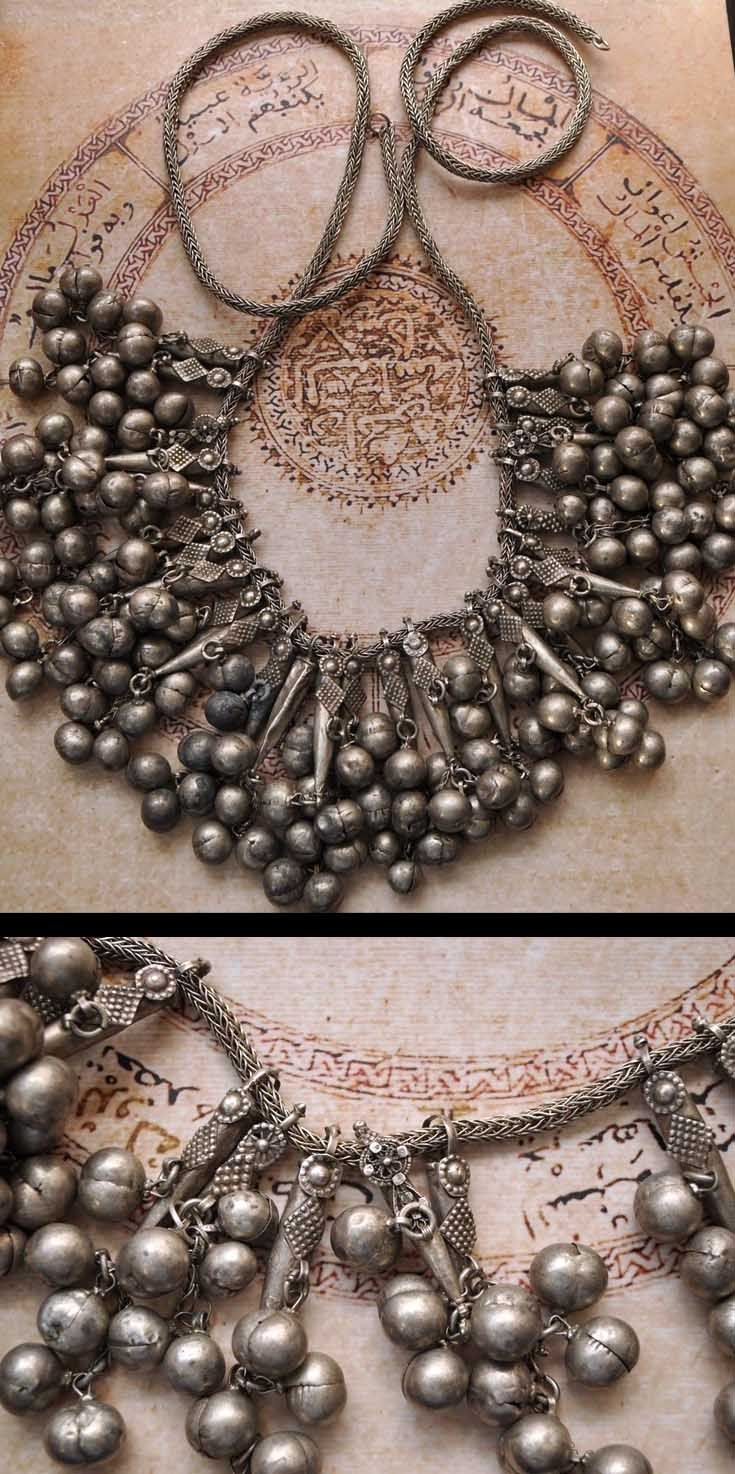 Yemen | Antique silver necklace; 800 silver. 420 grs. Pendant L: 9 cm | 549$