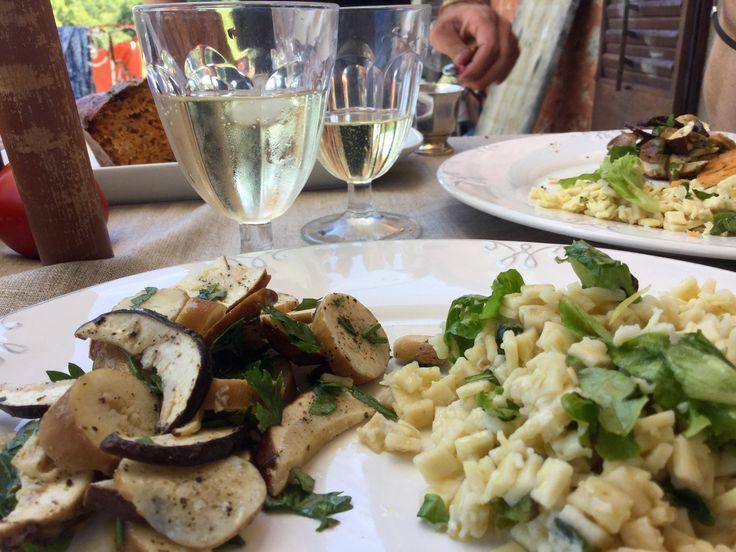 Puis j'ai continué avec une salade de pâtes tiède au parmesan râpé très fortement citronné ; toute simple et très goûteuse ;