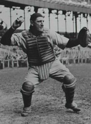 """9 de MAYO de 1937.-El cátcher Ernest N. """"Ernie"""" Lombardi, de los Rojos de Cincinnati, bateó de 6-6 y anotó tres veces en un juego de nueve entradas. Permaneció en las Ligas Mayores de 1931 (16 temp…"""